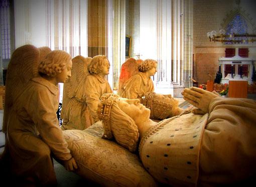 Königs-Sarkophag in der Kathedrale von Nantes