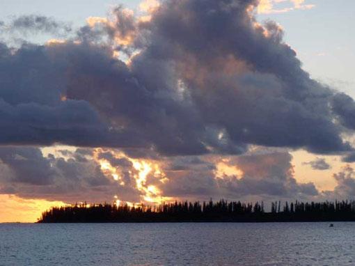 coucher de soleil sur l'île des Pins