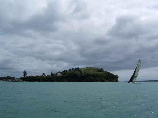Class América dans la Baie d'Auckland