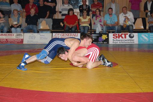 Artur Busch blau gegen Tennenbronn 02. 10. 2010