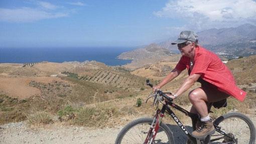 mit dem Bike Richtung Timios Stafros