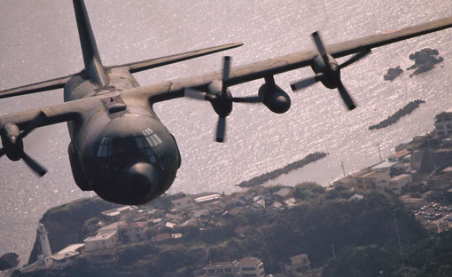 A Japan Air Self-Defense Force C-130 heading for its base at Komaki.