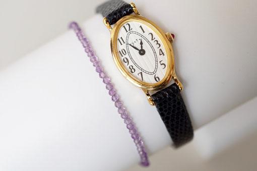 華奢な腕時計とも相性バッチリ。
