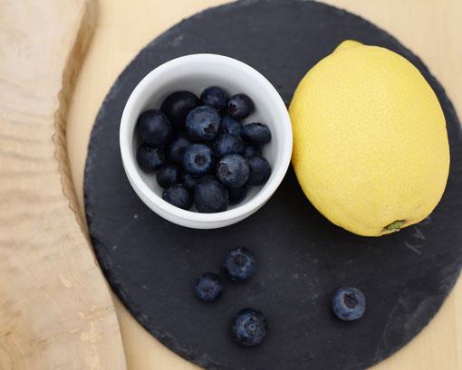 Zitrone und Heidelbeeren mit natürlicher Fruktose