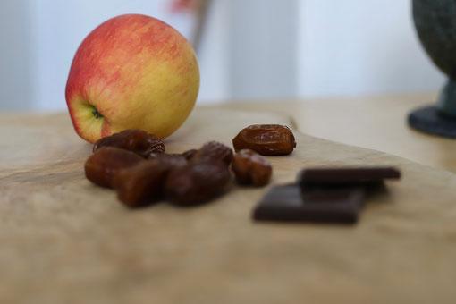 Apfel, Datteln, zuckerfrei Schokolade