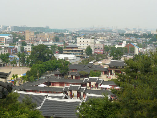 水原崋城(スウォンファソン)と市街