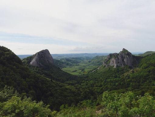 Les roches Tuilière et Sanadoire sont d'anciens volcans érodés par les glaciers