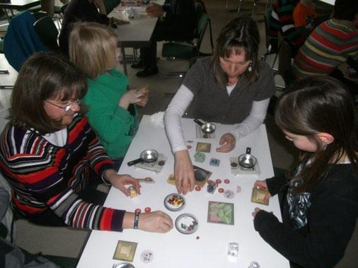 Der Spielenachmittag im DGH Weidenhausen kam bei den Besuchern gut an.