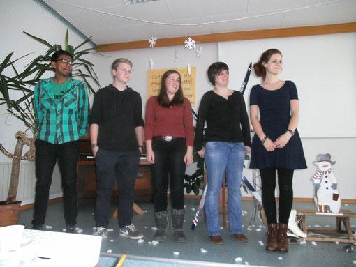 Unsere Jungschar-Mitarbeiter bei ihrer Vorstellung: Von links nach rechts Sana Vipoosana, Simon Zörb, Johanna Hildenbrand, Yvonne Stahl und Julia Zörb (nicht im Bild ist Martin Droß).