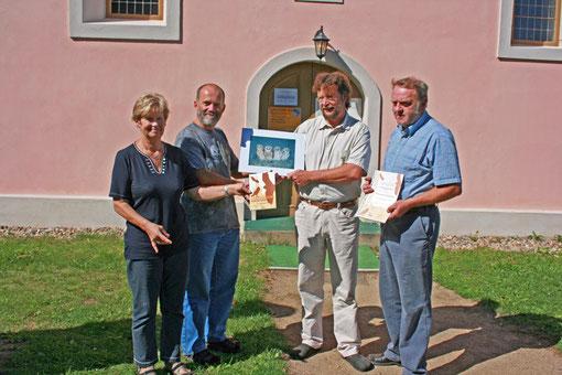 """Wir beteiligen uns an der bundesweiten Aktion """"Lebensraum Kirchturm"""". Die ev. Kirchengemeinde Criewen wurde als Erste im Land Brandenburg mit der Plakette """"Lebensraum Kirchturm"""" ausgezeichnet."""