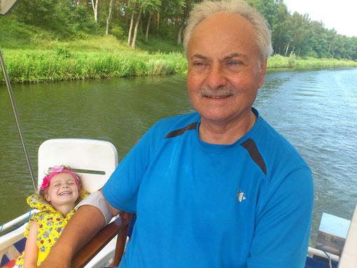 Erholung auf dem Wasser mit Enkelin Antonia