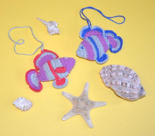 Рыбка ,вязаная игрушка с бубенчиком ,слингоигрушка -370 руб, в комплекте с бусами -340 руб-1  шт.или при покупке от трех игрушек- цена также -340 руб.