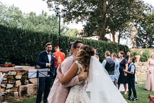 Meine wunderschöne Braut und eine glückliche Traurederin :) Foto: Tiberius Santa.