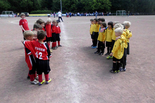 Anpfiff: TuS Bambini 1 gegen TuSEM 2 am Fibelweg (Foto: m.d.).