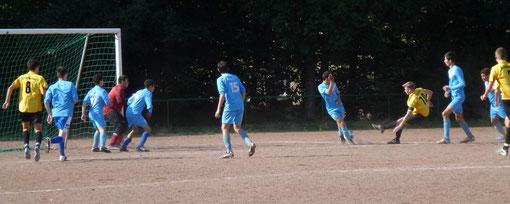 """""""Alarm"""" im Alanya-Strafraum: Mit 6:4 gewann die TuS B1 ihr Auswärtsspiel an der Bockmühle (Foto: mal)."""