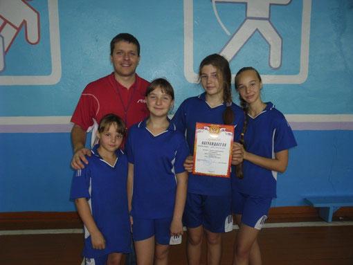 Победители районных соревнований по баскетболу в младшей группе октябрь 2012