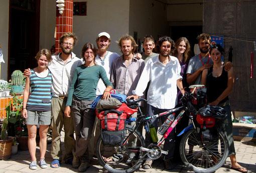 Tous à vélos... Sabine, Arnau, Marcella, Gaëtan, Grégoire, Marco, Bernardo, Nadine, Davide et Laeti