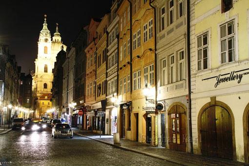 Das Prager Burgviertel bei Nacht