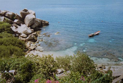 1996: Blick von der Terrasse unseres Bungalows in die kleine Bucht von Laem Thian, Koh Tao, Thailand (Foto Jörg Schwarz)
