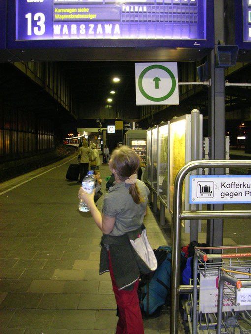Warten auf den Zug nach Polen, Duisburg Hbf (Foto Jörg Schwarz)