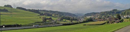 Wangental Richtung Fribourg: Oberwangen mit Kirche