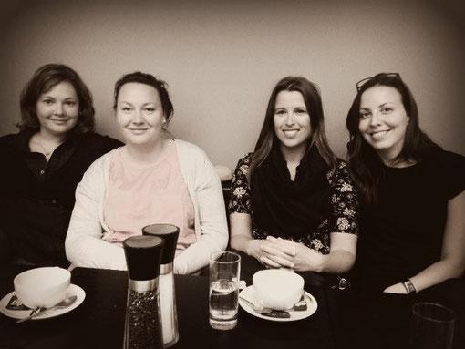 Valeria, Nathalie, Maria et moi au Danish Design Center, juin 2012 ( photo prise par notre prof de danois Lone avec son téléphone, d´où la qualité médiocre...)