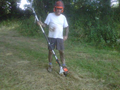 Nettoyage chemins dans la boue