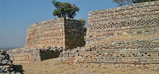 Mauern mit Ornamentmustern in Simbabwe
