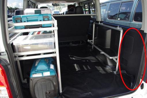 ハイエースの内装を棚や車内キャリアを使ってお仕事仕様にカスタマイズ
