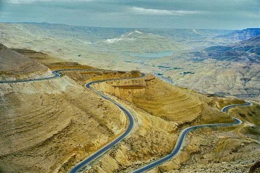 Pass-Strasse im Wadi Mujib