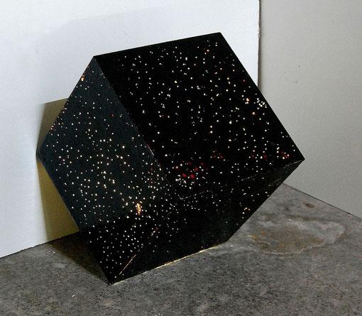 """10 Minuten Dauerregen"",bitumen, varnish, rain, plexiglass, cold cathode, 40x40x40 cm, 2010"