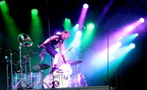 volle Action bei dem Drummer