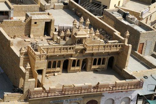 Blick aus dem Tempel