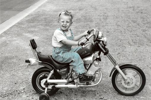 Frederik mit Motorrad