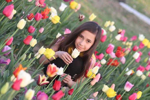 Michelle mit Tulpen