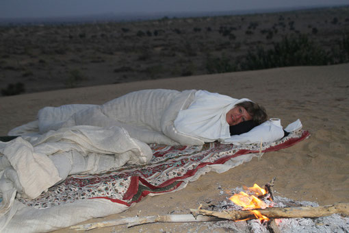 wir übernachteten unter freiem Himmel, mitten in der Wüste