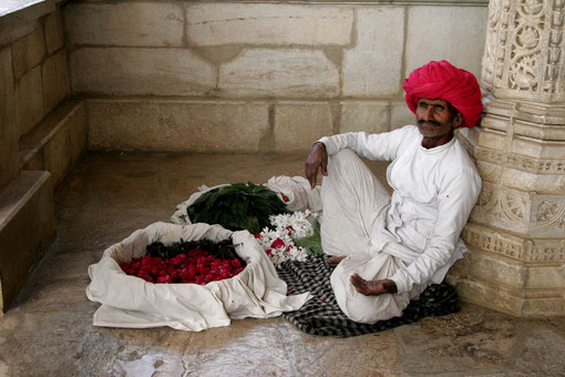 Blumenverkäufer im Tempel