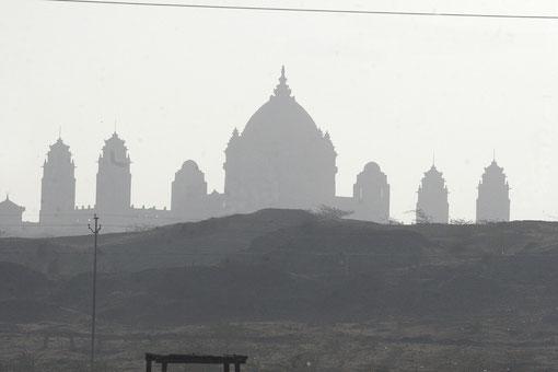 Tempel im Morgennebel