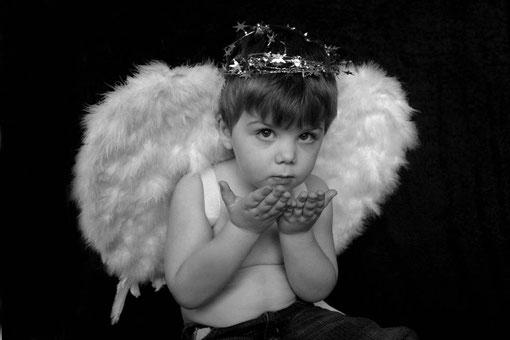 Junge als Engel