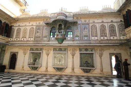 Pfauenhof im Palast