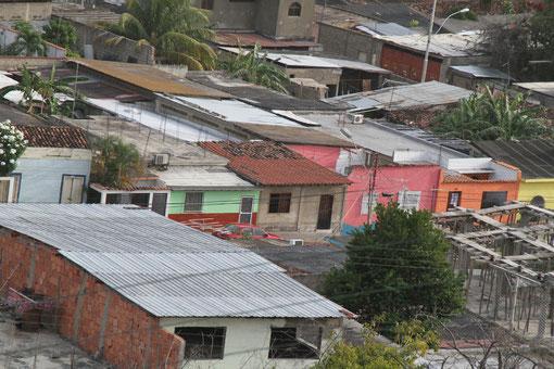 die Stadt wurde mehrmals von Erdbeben zerstört