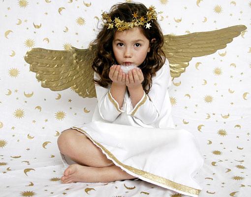 Engel mit goldenen Flügeln
