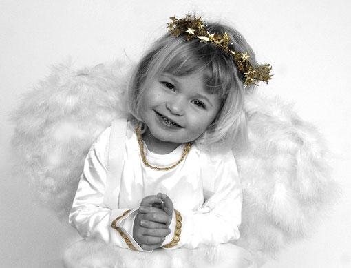 Engel mit goldenem Kranz