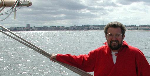 Laurent sur son voilier (D.R.)