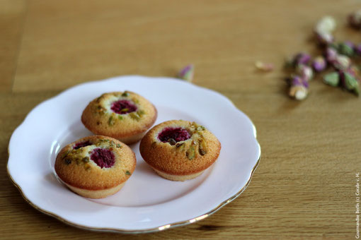 We are mad about Financiers! Today with rose water and raspberry. Yummy! A nice and sunny weekend to all of you!
