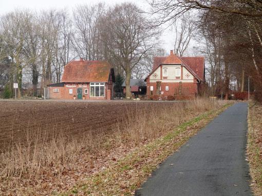 Ferienwohnung Alte Schule Bokel Ansicht von Westen mit Blumenladen Alte Schule Claudia Grüneberg