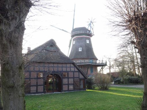 Heiser Mühle zweistöckiger Galerieholländer Windmühle mit Bauernhaus und Malerwinkel Hollen