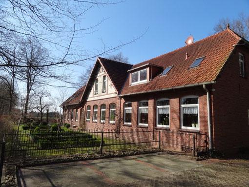 Parkplätze und Vorgarten - Alte Schule Bokel Langenfelde