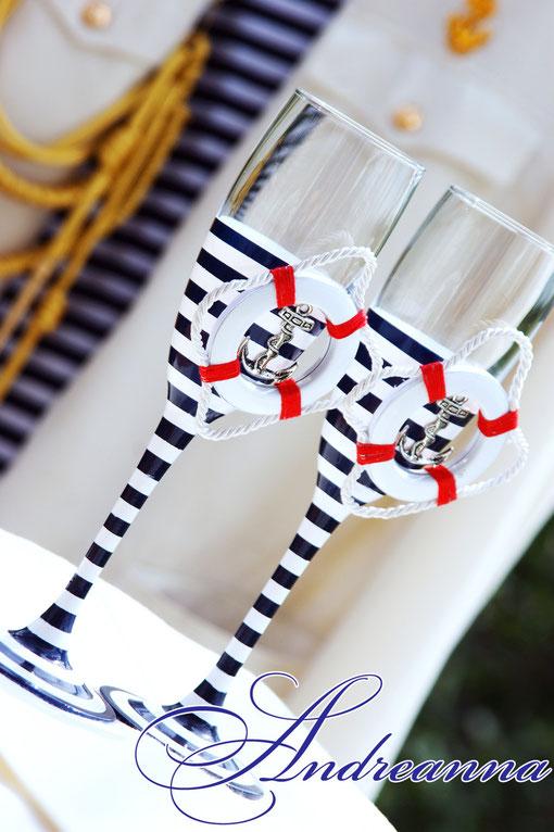 Свадебные бокалы «Круиз» стоимость 800грн; (в любом цвете, декор – спасательный круг, морская звезда, штурвал – на Ваш выбор). Полностью ручная работа!