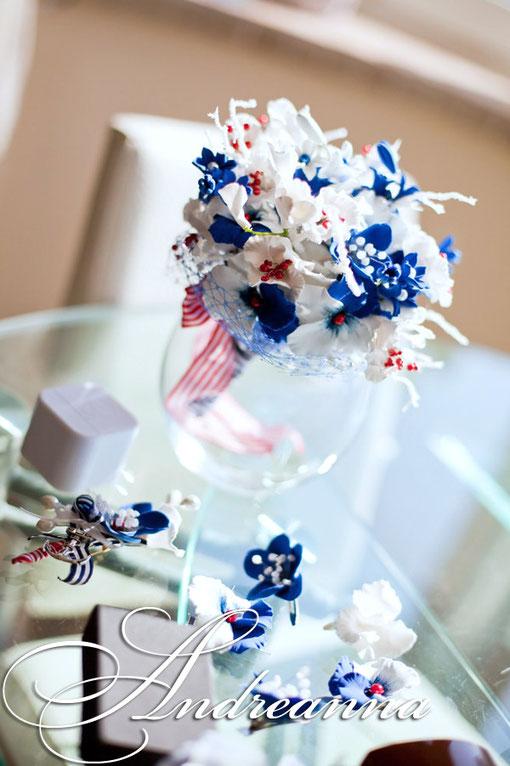 Небольшие цветочки для волос синебелые Аютины глазки (в любом цвете) на невидимке, стоимость 1цветка 50грн
